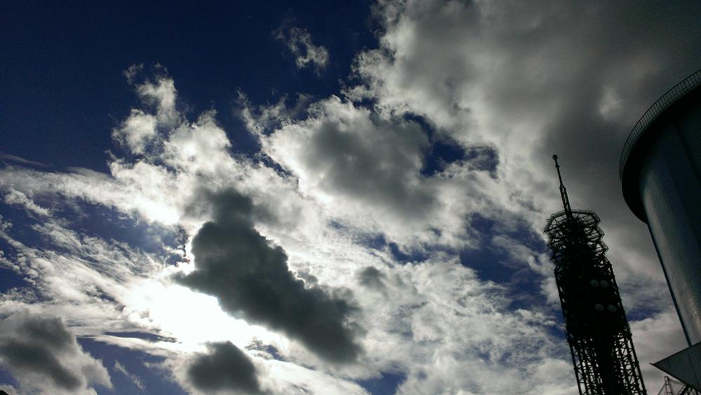 タワーと雲02