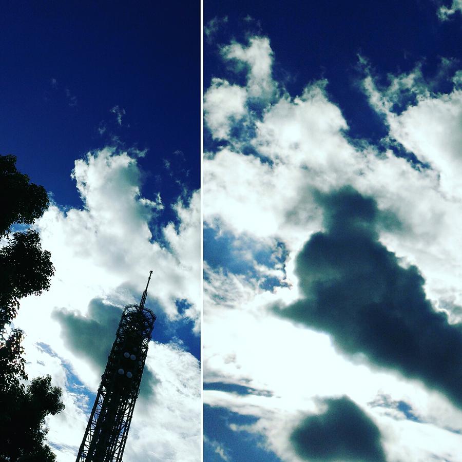 タワーと雲i