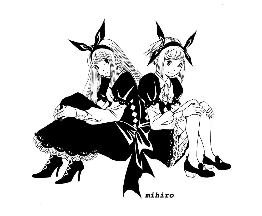 漆黒のメイド服に黒いリボンの双子