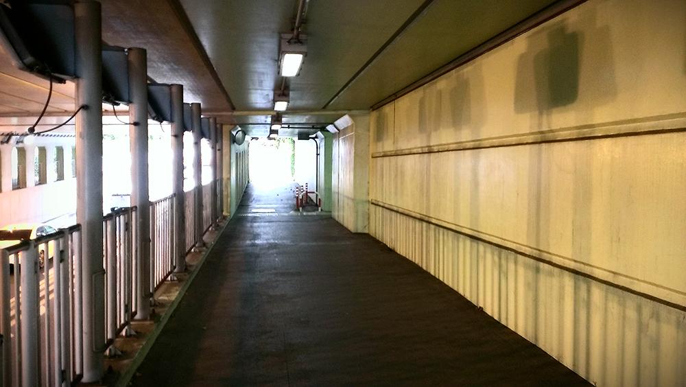 高架下トンネル02